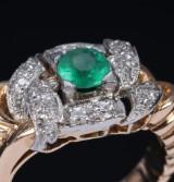 Smaragd- og diamantring af guld og hvidguld. 1900-tallets første halvdel