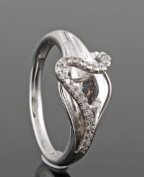 Diamond ring in 18k set with 0.07 ct diamonds