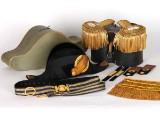 Bicorne m/1854-59 samt epåletter m/1903 samt bälte