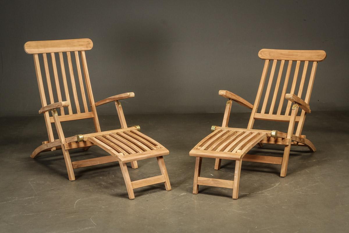 Dækchairs, teak - Dækstole. Havemøbler bestående af to dækchairs/stole udført af teaktræ, stolene har stilbar ryg og kan foldes helt sammen. Mål: H. 100 B. 60 liggemål ca. 200 cm. OBS! modelfoto, varen er i ubrudt original emballage 2 kolli