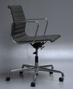 Charles eames kontorstol i 39 full leather 39 model ea 117 for Eames ea 117 replica