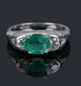 Smaragd vintage ring af 18 kt. hvidguld. 1900-tallets første halvdel