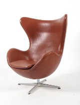 Arne Jacobsen. Lounge chair, The Egg, model 3316. Original leather. 2007