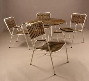 retro havemøbler Retro Havemøbler marguerit bord og fire armstole (5) Denne auktion  retro havemøbler