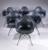 Charles Eames. Sæt på seks armstole, model DAR, sort (6)