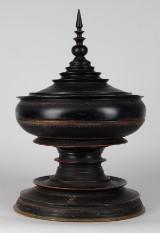 Buddhistiskt offerkärl i form av stupa