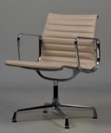 Charles Eames. Armstol/ kontorstol, model EA 108