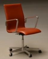 Arne Jacobsen. Oxford kontorstol, model 3273. højdejusterbar med vip