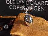 Ole Lynggaard. Large Lace Egg and string, 14 kt. white gold and sterling silver