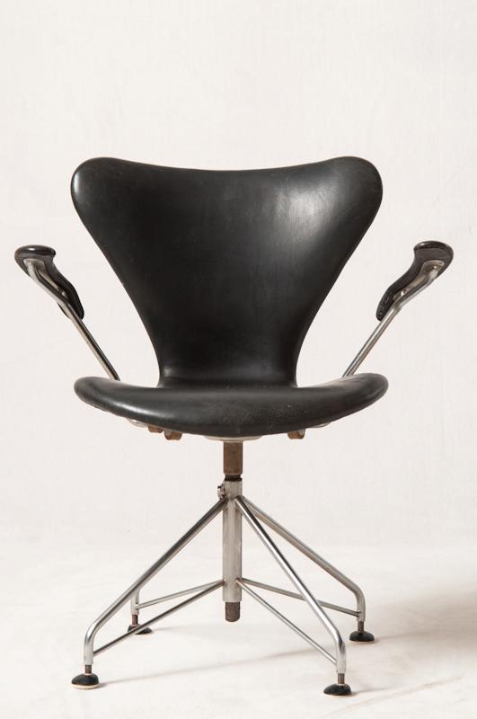 Arne Jacobsen, kontorstol Syveren '3217', fremstillet hos