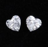 Et par hjerteslebne diamanter på i alt ca. 0.48 ct. (2)