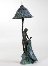 Gulvlampe af bronze i form af kvinde og påfugl, tiffanystil,1900-tallet