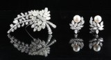 18kt Diamond brooch and diamond pearl earrings total approx. 19.50ct