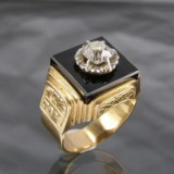 Antique gold ring with onyx and diamond, diamond approx. 0.80 ct.