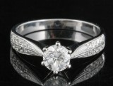 Diamond  ring in 18kt  set with brilliant cut diamonds 0.92 ct