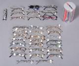 Samling på 23 brillestel af forskellige mærker, modeller og str. + dele