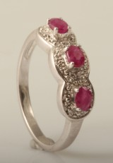 Ring set with rubys & diamonds approx. 0.27ct & 0.01ct