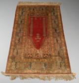 Anatolsk bedetæppe af silke, 135 x 87cm.