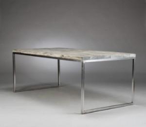 Spisebord med stel af stål, plade af 8 planker lakeret i drivtømmer ...