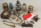 En samling diverse maritime dele samt kompas (25)