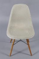 Charles Eames. Skalstole, cremefarvet glasfiber (4