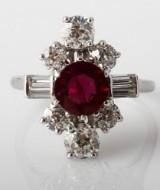 Fransk rubin- og brillantring, rubin ca. 1.90 ct., diamanter i alt ca. 2.05 ct. 1900tallets første halvdel.