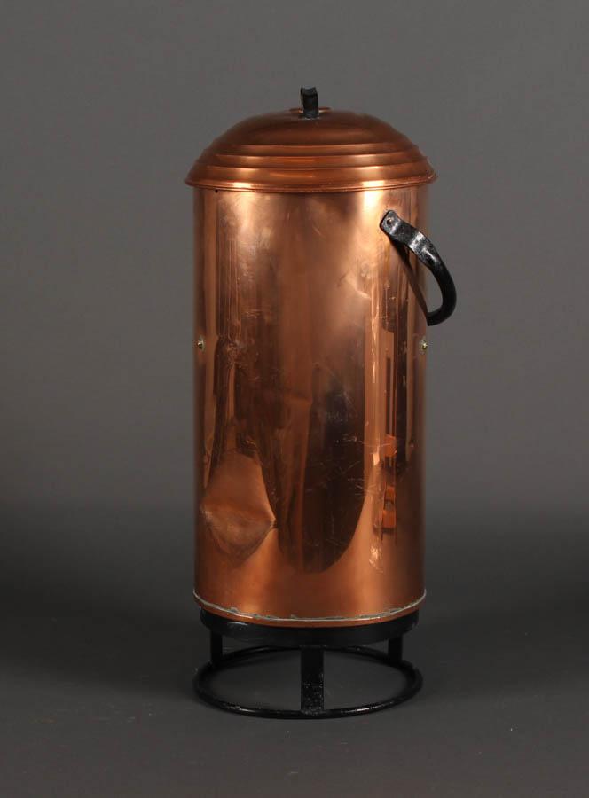 Brandspand af kobber - Brandspand af kobber. H. 69 cm. Fremstår med brugsspor, herunder buler
