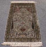 Persisk bedetæppe. 153 x 93 cm.