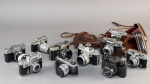 Samling kameraer (10) - Dk, Næstved, Gl. Holstedvej - Samling på 10 ældre kameraer. Deriblandt Zeiss Ikon Contina og Zeiss Ikon Contaflex. Fremstår med brugsspor, Lauritz.com indestår ikke for funktionaliteten. (10) - Dk, Næstved, Gl. Holstedvej
