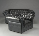 To-pers. Chesterfield sofa samt lænestol, sort (2)
