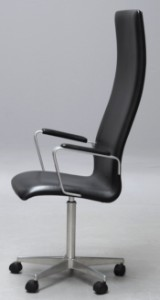 Arne Jacobsen. High-backed Oxford office chair with armrests, model 3292