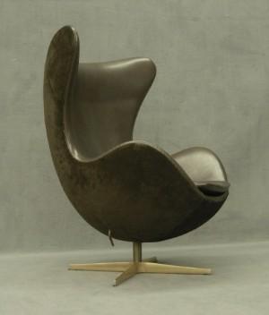 Arne Jacobsen Golden Egg Chair Fritz Hansen Production 2008