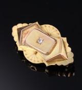 Antik broche af 9 kt. guld med diamant og gemme. Ca. 1900