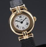 Cartier 'Vermeil Ronde'. Dameur i forgyldt sterlingsølv med lys skive, 1990'erne