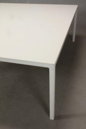 rolf hay hay studio stort kvadratisk spisebord. Black Bedroom Furniture Sets. Home Design Ideas