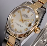 Rolex Datejust. Midsize watch, 18 kt. gold and steel with mother of pearl, 1994