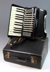 Vintage Akkordeon 'Hohner Carmen II' im Koffer