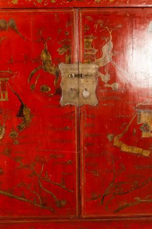 lot 4179847 chinesischer schrank rot lackiert. Black Bedroom Furniture Sets. Home Design Ideas