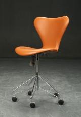 Arne Jacobsen. Office chair, model 3117, cognac leather