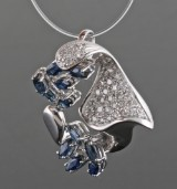 Pendant in 18kt with sapphire and diamonds approx. 0.35ct