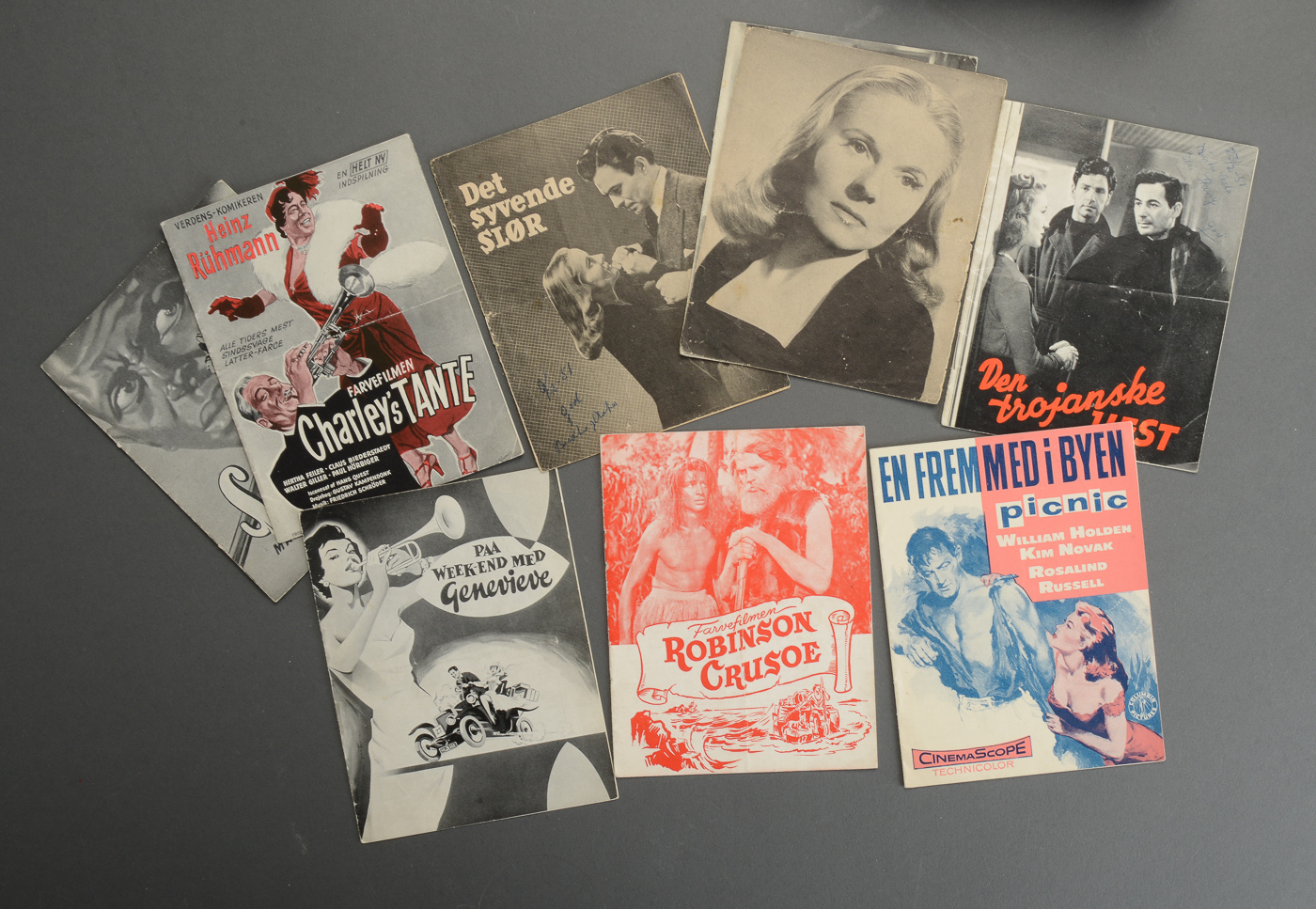 En samling gamle, danske filmprogrammer for danske og