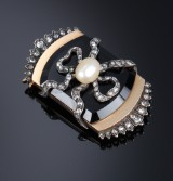 Brooch, gold and platinum with a natural baroque saltwater pearl. 19th century-second half