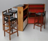Hornslet møbelfabrik. 'Folding bar' i palisander med fire barstole af ubekendt møbelarkitekt. 1960'erne