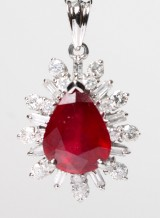 Rubin- samt diamantvedhæng,  9 kt rhodineret guld ca. 1.43 ct.