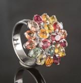 Ring aus Strelingsilber mit farbigen Saphiren