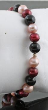 Fresh water pearl and black onyx bracelet