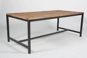 Slutpris för Rustikt bord af fyrretræ, stel