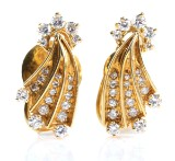 Star earrings with diamonds, approx. 1.15 ct, 18 kt gold. A pair. Weight 10.5 g