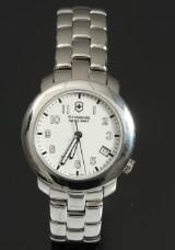 Victorinox Silver Tone armbåndsur, model V7-30.