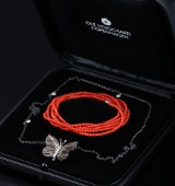 Ole Lynggaard. Small Katrine butterfly clasp, 18 kt. oxidized red gold, diamonds, heart chain, coral necklace (3)